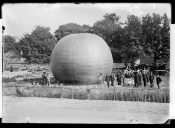 Exposition de géographie : gonlement du ballon - Toulouse, 1884